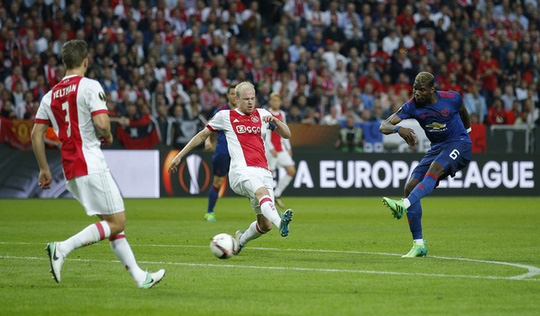 Người Ajax không phục chiến thắng của M.U - Ảnh 2.