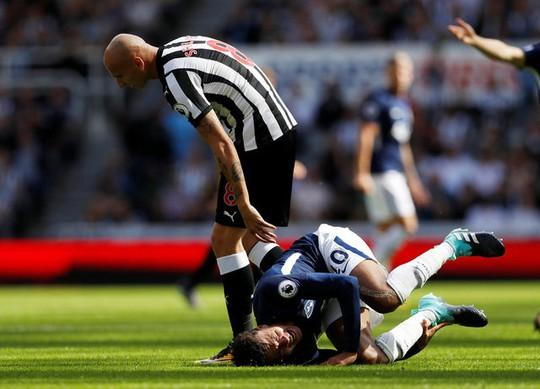 Mất người, thầy trò Benitez thua đau Tottenham ngay trên sân nhà - Ảnh 6.