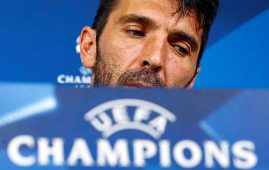 Buffon lo lắng khi tái ngộ MNS