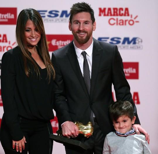 Gia đình Messi đáng yêu tại lễ trao giải Chiếc giày vàng - Ảnh 6.