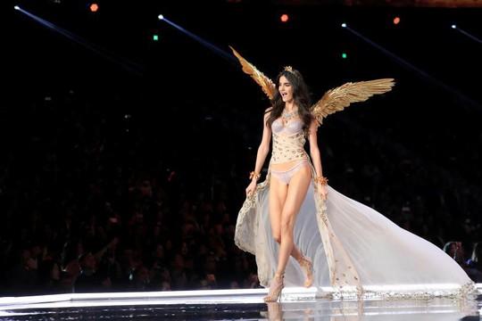 Các thiên thần nội y tung cánh trên sân khấu Thượng Hải - Ảnh 12.