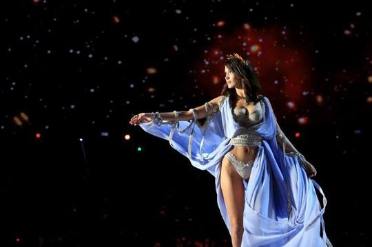Các thiên thần nội y tung cánh trên sân khấu Thượng Hải - Ảnh 3.