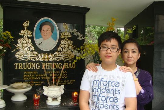 NSƯT Tô Kim Hồng thay chồng lo giỗ NSND Phùng Há - Ảnh 4.