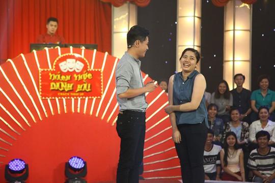 Tấn Lợi và vợ trên sân khấu