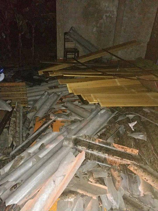 Lốc xoáy hốt 120 mái nhà của người dân trong 10 phút - Ảnh 1.
