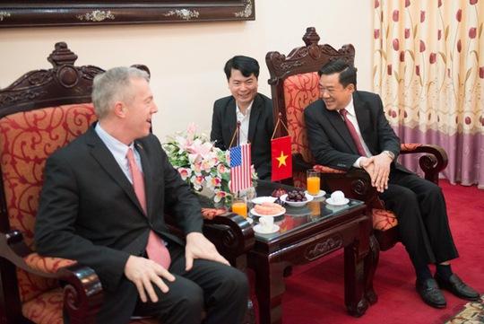 Đại sứ Osius gặp gỡ Phó Bí thư Tỉnh ủy Tuyên Quang Nguyễn Hồng Thắng