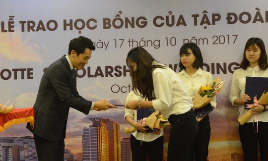 Sinh viên Đà Nẵng nhận 3000 USD học bổng từ doanh nghiệp Hàn Quốc - Ảnh 1.