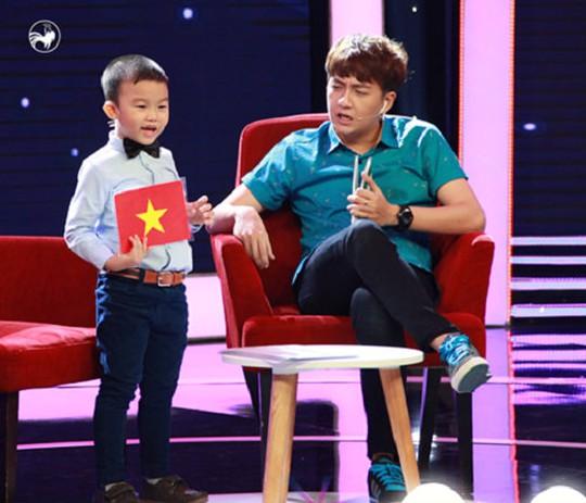 Minh Khang và MC chương trình Ngô Kiến Huy