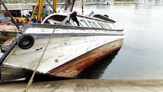 Tàu Hải Âu 68 QN 3388 đã bị chìm một phần đuôi