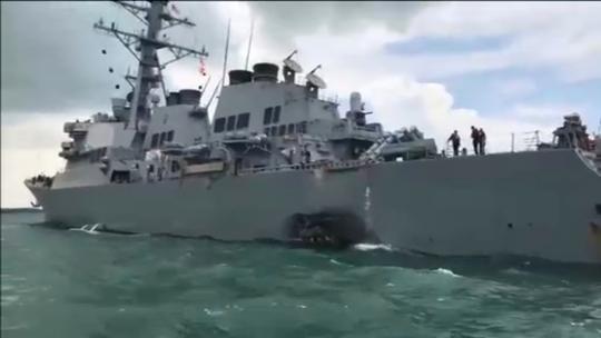 Tàu chiến Mỹ va chạm do lỗi con người? - Ảnh 1.