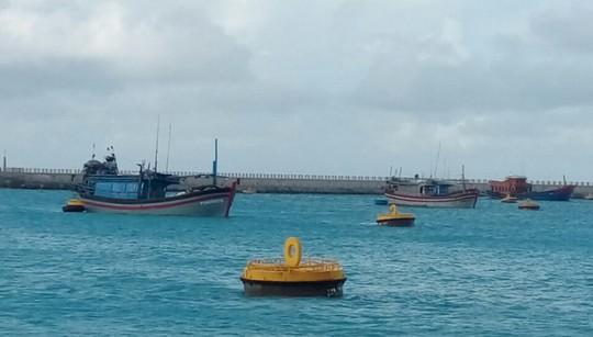 Trường Sa giúp hàng trăm ngư dân chống bão số 16 - Ảnh 3.