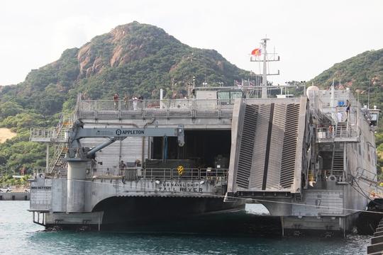 Cận cảnh tàu hải quân Nhật, Mỹ thăm Cam Ranh - Ảnh 12.