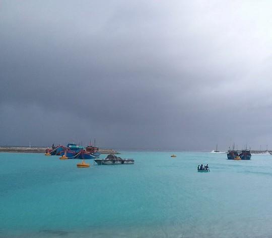 Trường Sa giúp hàng trăm ngư dân chống bão số 16 - Ảnh 2.