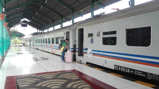 Tàu lửa ở Surabaya
