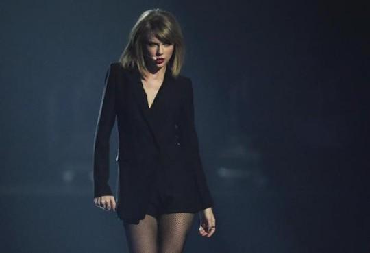 Công chúa nhạc pop Taylor Swift thắng giải nhạc đồng quê - Ảnh 1.