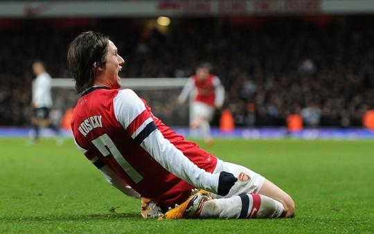 Cựu sao Arsenal Rosicky giải nghệ - Ảnh 2.