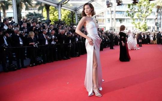 Mỹ nhân khoe sắc rạng rỡ tại LHP Cannes - Ảnh 3.