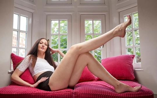 Người mẫu Nga lập kỷ lục chân dài nhất thế giới - Ảnh 1.