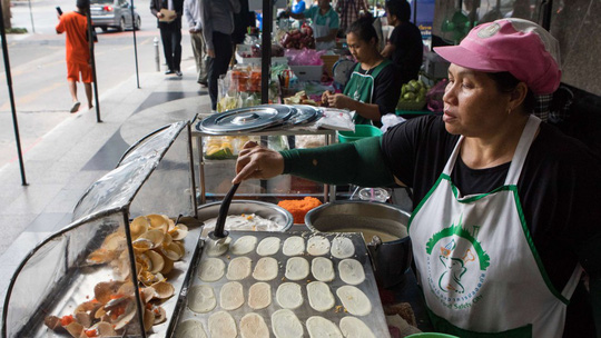 Thủ đô Bangkok - Thái Lan có thể không còn ẩm thực đường phố vào cuối năm nay Ảnh: Bloomberg