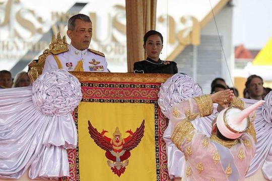 Vua Thái Lan quản lý 30 tỉ USD tài sản hoàng gia - Ảnh 1.