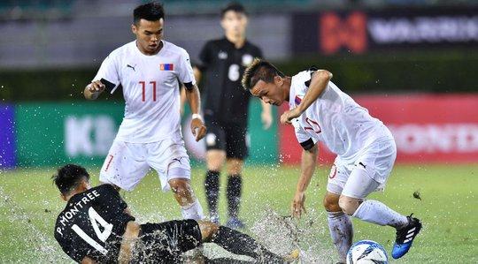 U23 Thái Lan bị Mông Cổ cầm hòa trên mặt sân xấu - Ảnh 1.