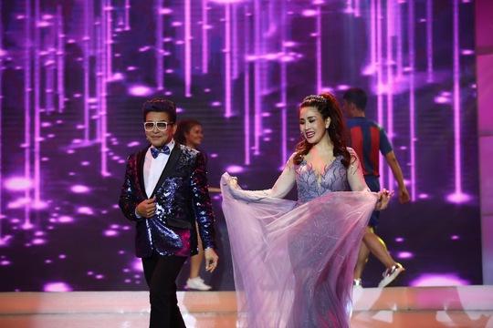 hai giám khảo Thanh Bạch- Kiều Oanh trong đêm diễn