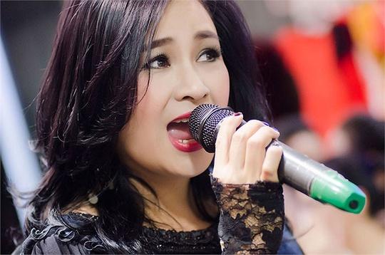 Ca sĩ Thanh Lam, con gái nhạc sĩ Thuận Yến, người trình bày thành công nhất ca khúc Màu hoa đỏ của bố mình