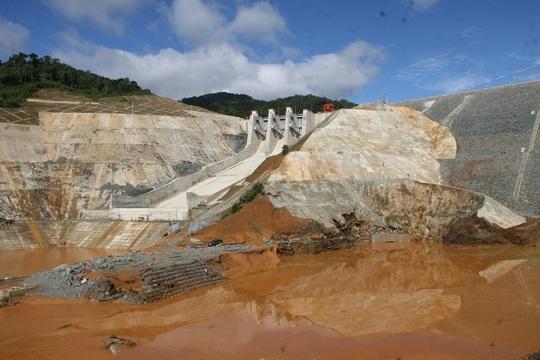Xây dựng thủy điện phải bảo đảm an toàn môi trường và cuộc sống của người dân Ảnh: TRẦN THƯỜNG