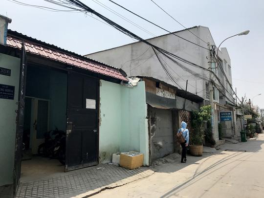 Một dãy nhà ở xã Bình Hưng, huyện Bình Chánh, TP HCM được mua bán thông qua giấy tay Ảnh: Lê Phong