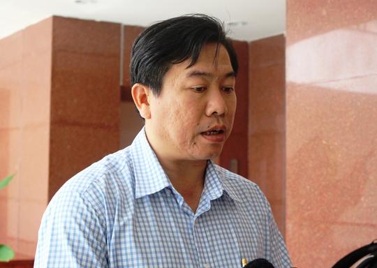 Ông Trần Hữu Thế, Phó chủ tịch UBND tỉnh Phú Yên trả lời báo chí sáng 28-3 (Ảnh: Hồng Ánh)