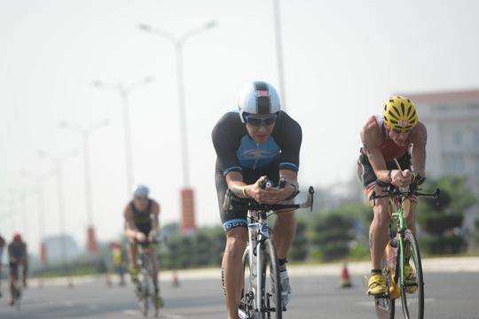 Sau đó là màn đua tài trên xe đạp với quãng đường 90 km