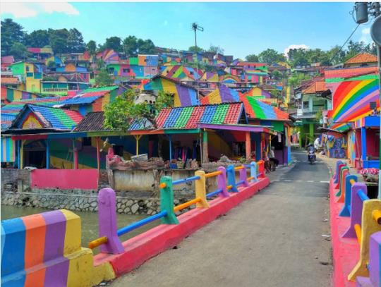 Indonesia: Khu ổ chuột lột xác thành điểm du lịch độc đáo - Ảnh 5.