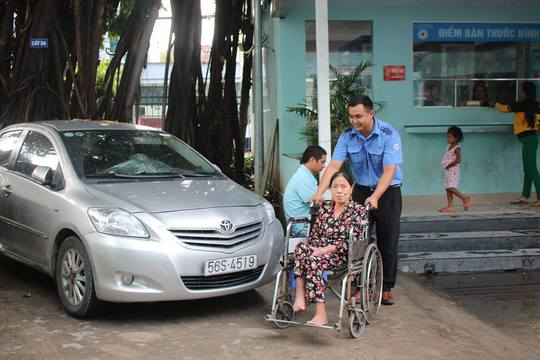 Nhiều dịch vụ chăm sóc người bệnh tại BV và tại nhà - Ảnh 2.