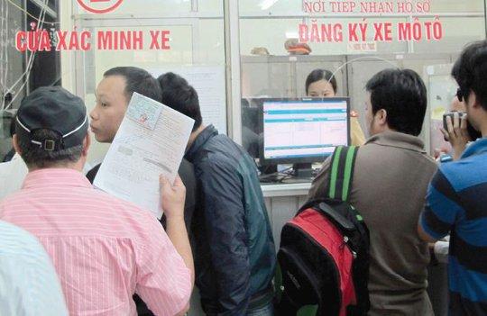 Hà Nội, TP HCM: Có thể ngồi nhà nộp phí trước bạ ô tô, xe máy - Ảnh 1.