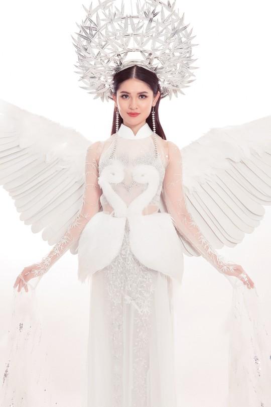 Trang phục dân tộc gây choáng của Thùy Dung ở Hoa hậu quốc tế 2017 - Ảnh 1.