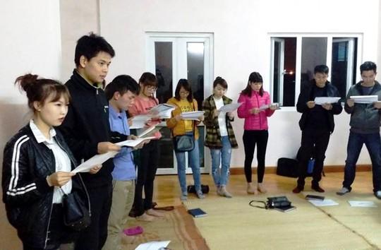 Dù chỉ đơn sơ với một căn phòng nhỏ, nhưng lớp học tiếng Anh miễn phí lúc nào cũng tấp nập học viên