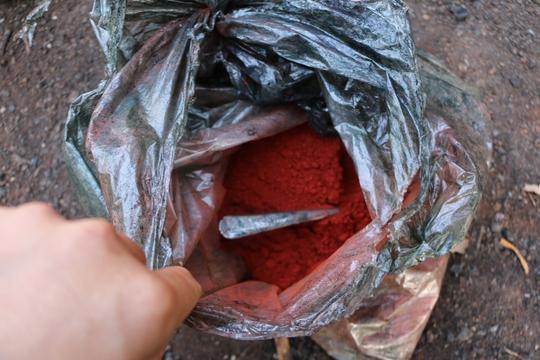 Tinh bột màu được pha trộn tạo màu đen cho tiêu