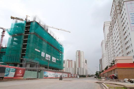 Giá nhà cao gấp 25 lần thu nhập, HoREA đề nghị hoãn đánh thuế tài sản - Ảnh 1.