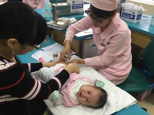 Tiêm chủng vắc-xin cho trẻ tại Trung tâm Dịch vụ - Viện Vệ sinh dịch tễ trung ương