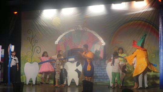 Nhà hát khoa học vừa diễn cho các học sinh tiểu học tại TP HCM xem