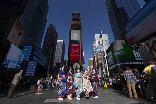 Cuộc chiến cứu geisha - Ảnh 1.