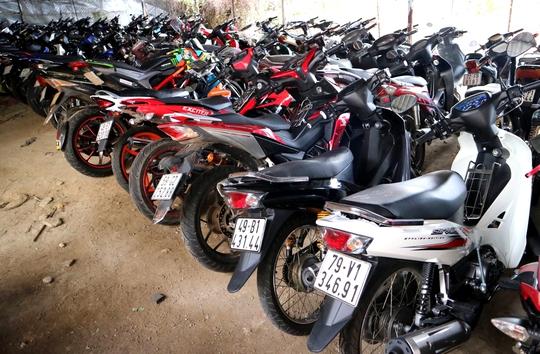 Đà Lạt: Chặn hàng trăm quái xế đua xe - Ảnh 1.