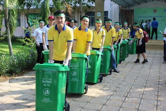 Đoàn viên, người lao động tham gia bảo vệ môi trường - Ảnh 1.