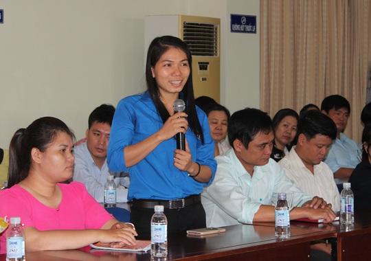 Đảng viên tiêu biểu chia sẻ quá trình phấn đấu tại hội nghị do LĐLĐ quận Gò Vấp, TP HCM tổ chức. Ảnh: THANH NGA