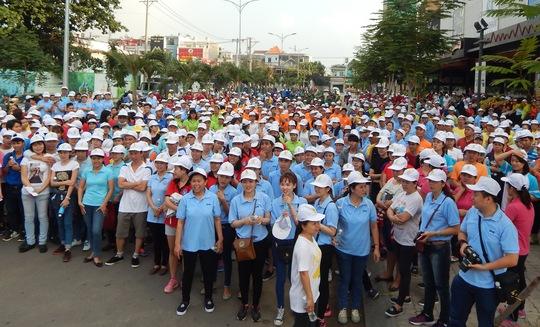 CNVC-LĐ quận Gò Vấp, TP HCM tham gia chương trình đi bộ đồng hành sáng 12-3