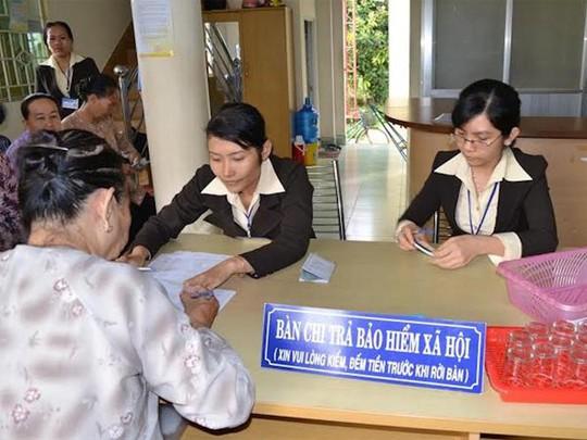 Đề xuất thay đổi cách tính lương hưu cho lao động nữ - Ảnh 2.