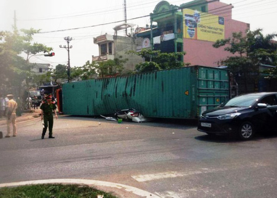 Hiện trường vụ tai nạn giao thông đặc biệt nghiêm trọng tại Nam Định