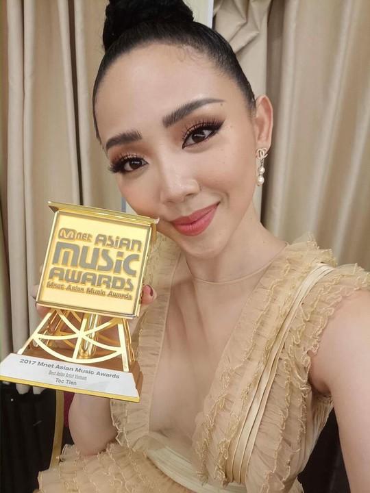 Tóc Tiên nhận giải MAMA 2017  - Ảnh 1.