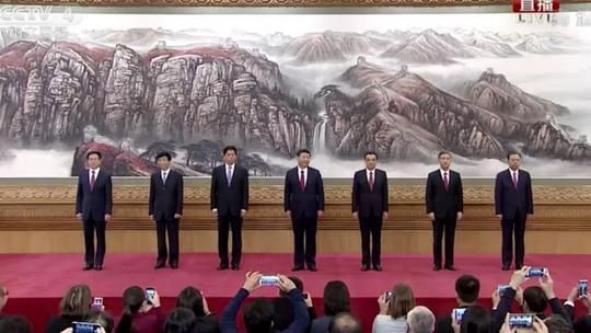 Ban Thường vụ Bộ Chính trị mới (từ trái sang): Các ông Hàn Chính, Vương Hỗ Ninh, Lật Chiến Thư, Tập Cận Bình, Lý Khắc Cường, Uông Dương và Triệu Lạc Tế. Ảnh: THX