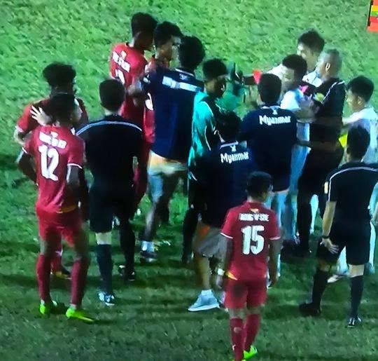 Thua ngược Myanmar 5 phút cuối, U18 Việt Nam bị loại cay đắng - Ảnh 2.